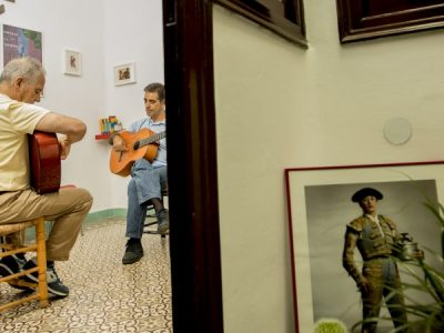 trabajando-en-taller-flamenco